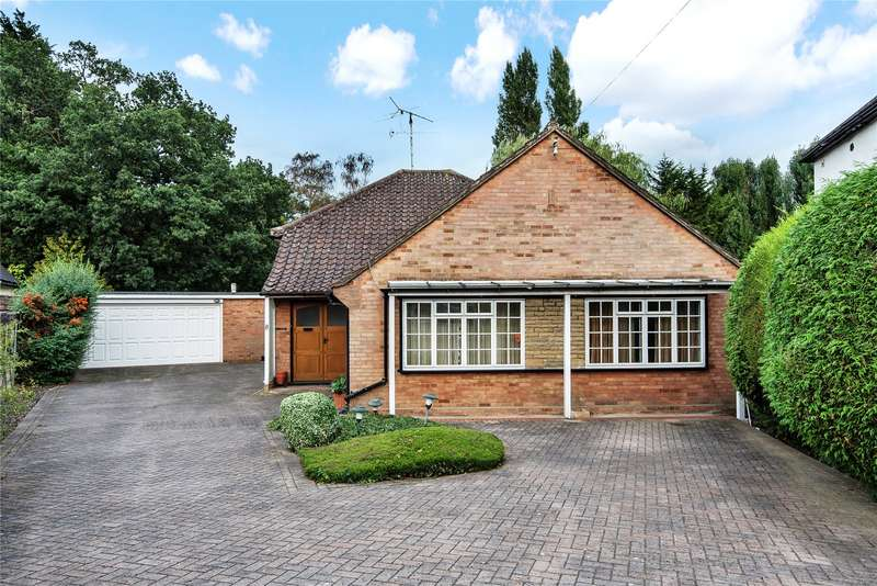 3 Bedrooms Detached Bungalow for sale in Shelley Grove, Loughton, Essex, IG10