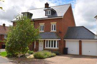 4 Bedrooms Semi Detached House for sale in Buckle Gardens, Hellingly, East Sussex, England