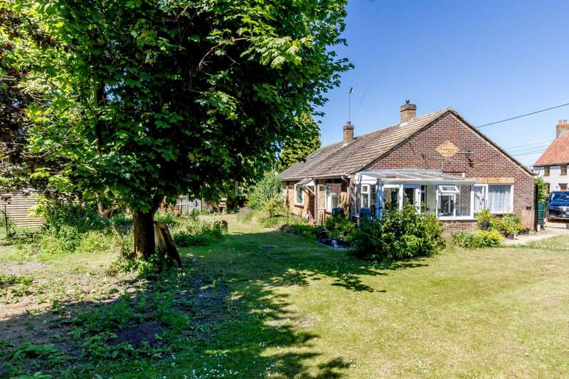 4 Bedrooms Bungalow for sale in Tumbler Hill, Swaffham