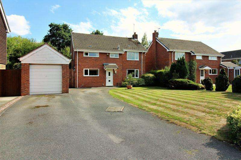 4 Bedrooms Detached House for sale in St Peters Way, Mickle Trafford, Chester