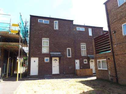 4 Bedrooms Terraced House for sale in Berkeley Path, Luton, Bedfordshire