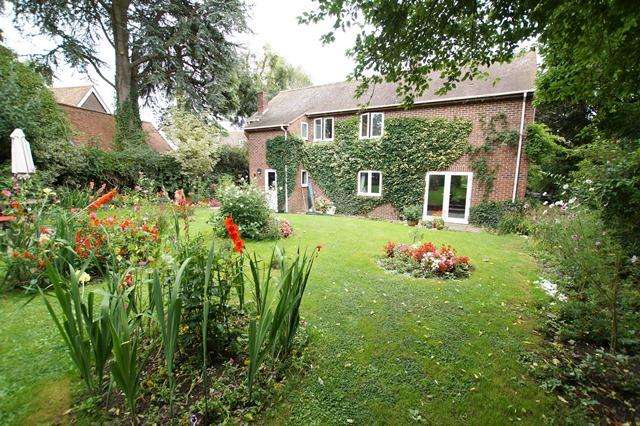 4 Bedrooms Detached House for sale in Church Road, Shillingstone, Blandford Forum