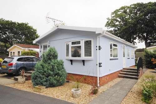 2 Bedrooms Park Home Mobile Home for sale in Dewlands Park, West Close, Verwood, Dorset