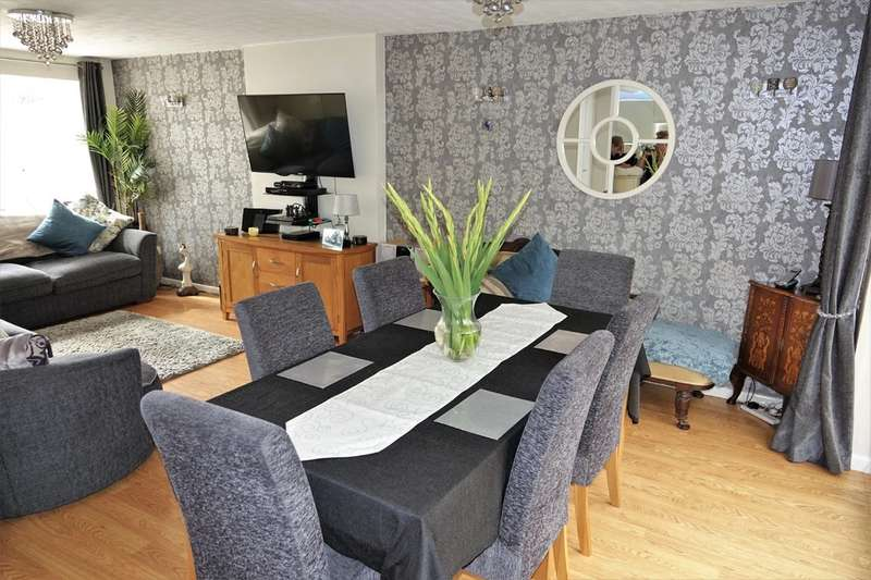 4 Bedrooms Detached House for sale in Whittington Close, Hythe