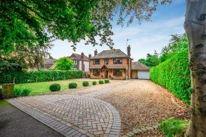 6 Bedrooms Detached House for sale in Sneyd Lane, Essington, Wolverhampton, Staffordshire