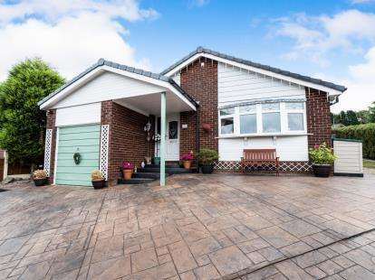3 Bedrooms Detached House for sale in Hill Mount, Dukinfield, Greater Manchester, United Kingdom