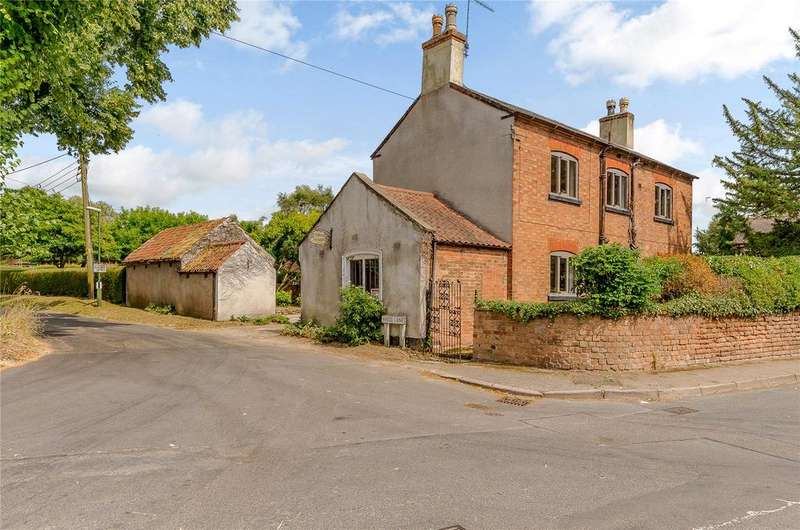 5 Bedrooms Detached House for sale in Main Street, Epperstone, Nottingham, NG14