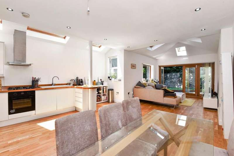 3 Bedrooms Semi Detached House for sale in Halsmere Road, Camberwell