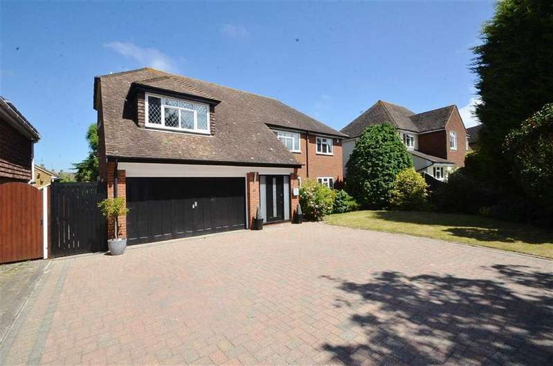 5 Bedrooms Detached House for sale in Hayes Barton, Thorpe Bay, Essex