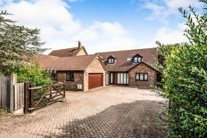 4 Bedrooms Detached House for sale in Wood End Road, Kempston, Bedford, Bedfordshire