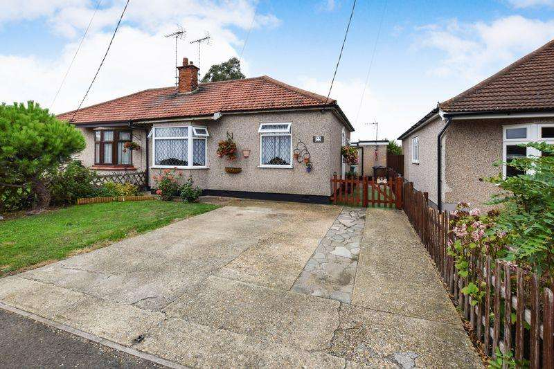 3 Bedrooms Semi Detached Bungalow for sale in Lampits Hill Avenue, Corringham