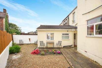 2 Bedrooms Flat for sale in Alsop Road, Kingswood, Bristol