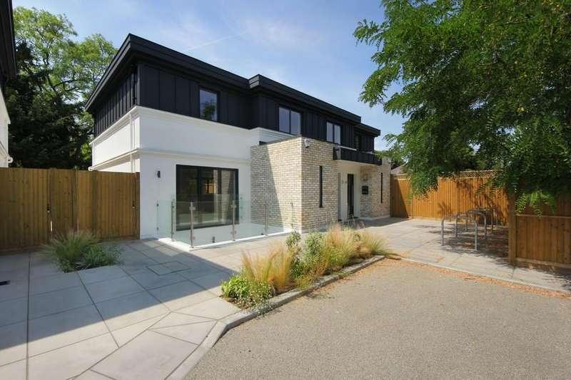 5 Bedrooms Semi Detached House for sale in Treebank Gardens, W7