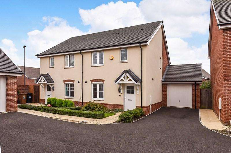 3 Bedrooms Semi Detached House for sale in Woolwich Way, Andover