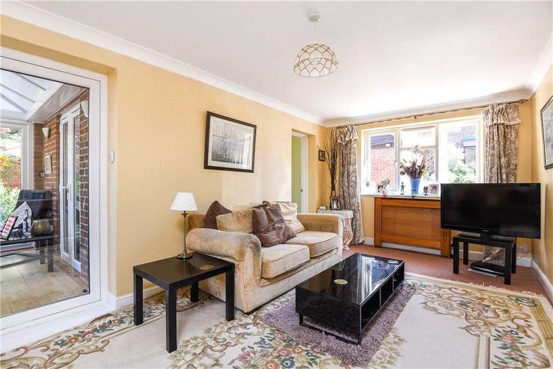 4 Bedrooms Semi Detached House for sale in Lagonda Close, Newport Pagnell, Buckinghamshire