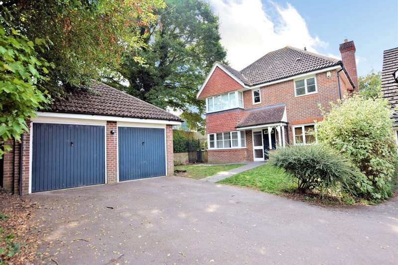 4 Bedrooms Detached House for sale in Woodcock Court, Three Mile Cross, Reading, RG7