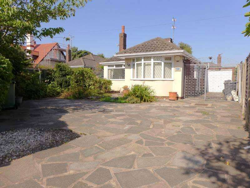 3 Bedrooms Detached Bungalow for sale in Station Road