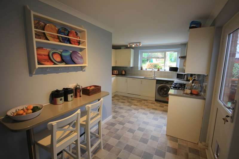 3 Bedrooms Semi Detached House for sale in The Meadway, Tilehurst, Reading, RG30