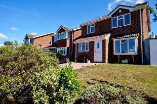 4 Bedrooms Detached House for sale in Borrowdale Close, Eastbourne, East Sussex