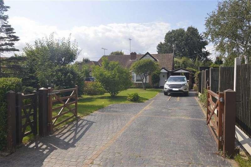 5 Bedrooms Semi Detached House for sale in Carisbrooke Drive, Corringham, Essex