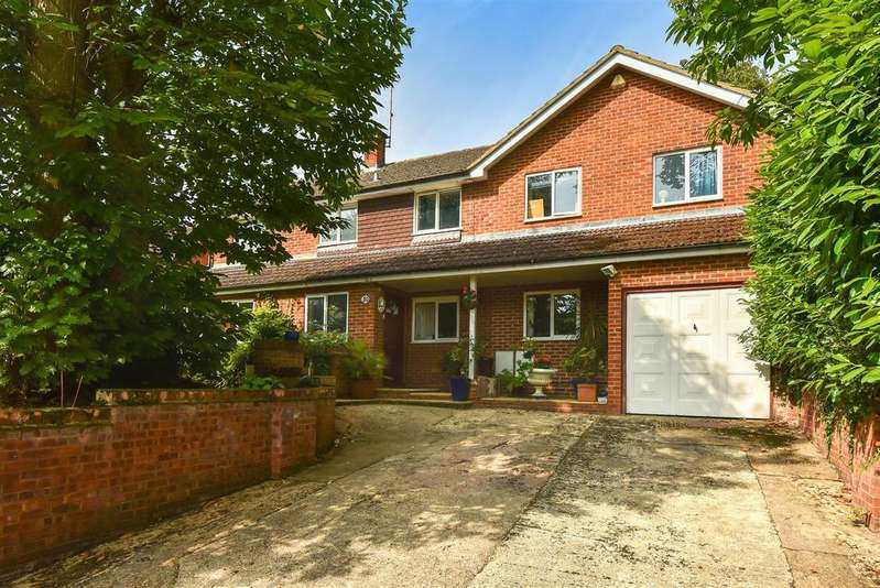 5 Bedrooms Detached House for sale in Harts Leap Road, Sandhurst, Berkshire, GU47 8EW.