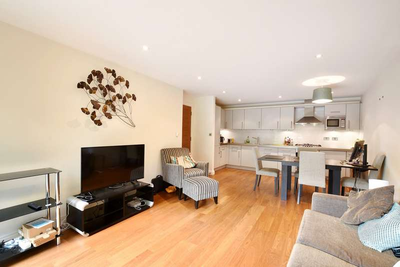 2 Bedrooms House for sale in Clerkenwell Road, Clerkenwell, London, EC1M