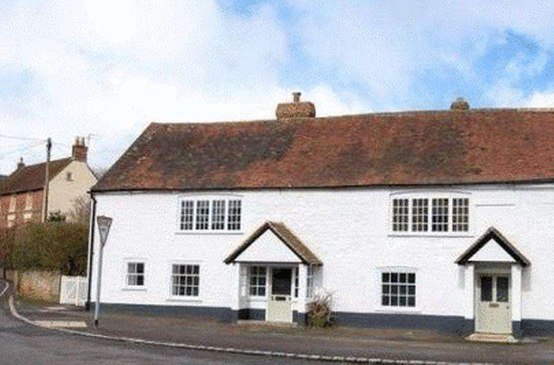 3 Bedrooms Cottage House for sale in A charming semi-detached character home in the heart of South Harting
