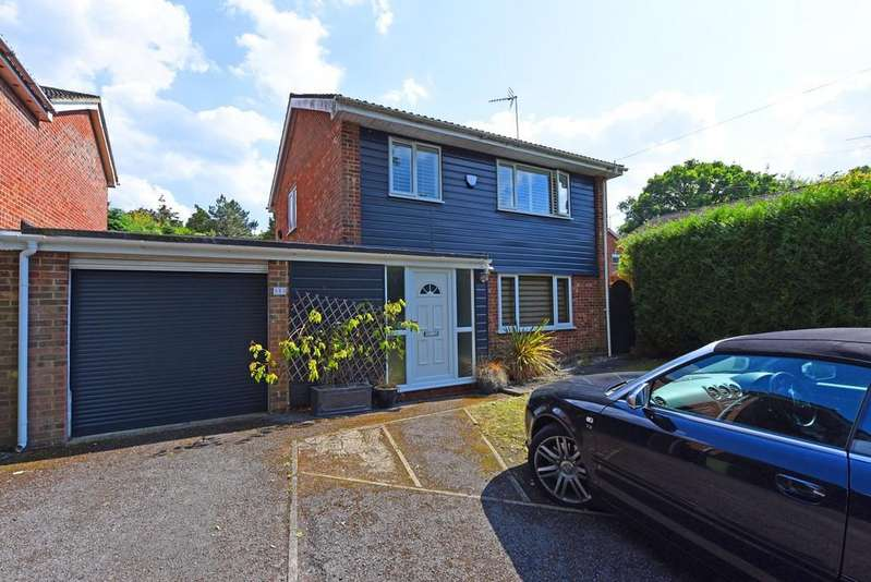 3 Bedrooms Detached House for sale in Manor Park Drive, Yateley