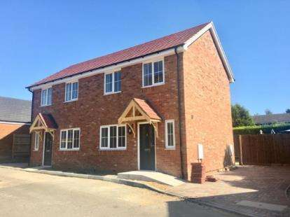 2 Bedrooms Semi Detached House for sale in York Close, Flitwick, Bedford, Bedfordshire