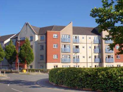 2 Bedrooms Flat for sale in Whistle Road, Mangotsfield, Bristol