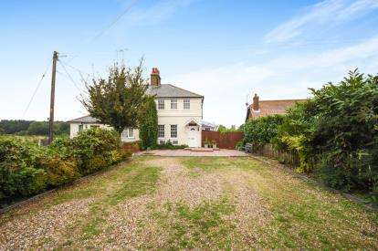 2 Bedrooms Semi Detached House for sale in Rebels Lane, Great Wakering, Southend-On-Sea