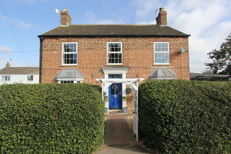 5 Bedrooms Detached House for sale in Caistor Road, North Kelsey, Moor, Lincolnshire, LN7 6HF