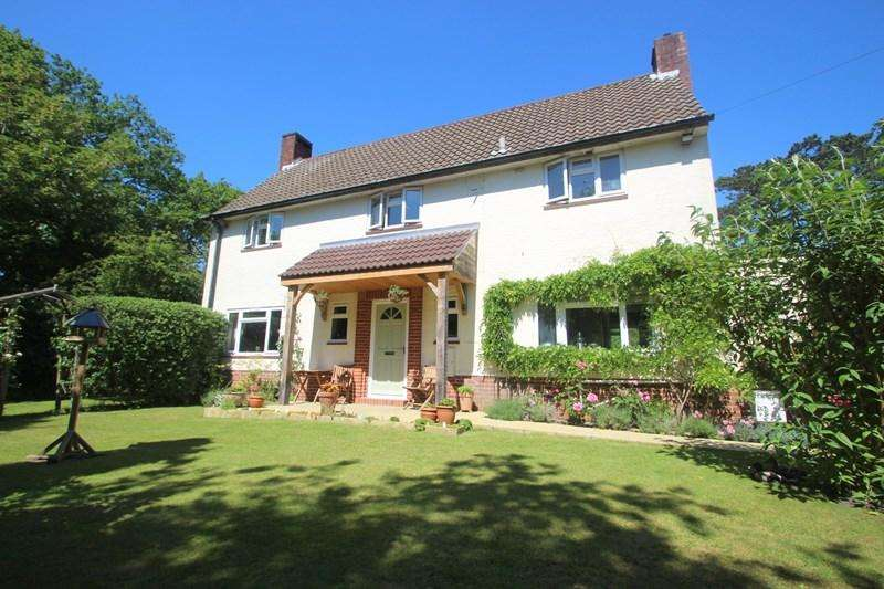 3 Bedrooms Detached House for sale in Albert Close, Royal Victoria Country Park, Netley Abbey, Southampton, SO31 5GZ