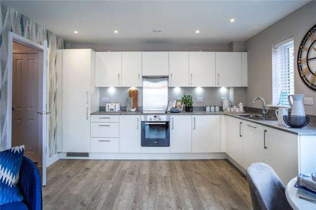 2 Bedrooms Apartment Flat for sale in Warren House Road, Wokingham, Berkshire
