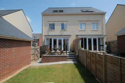 4 Bedrooms Semi Detached House for sale in Clayhill Drive, Brimsham Park, Yate, Bristol
