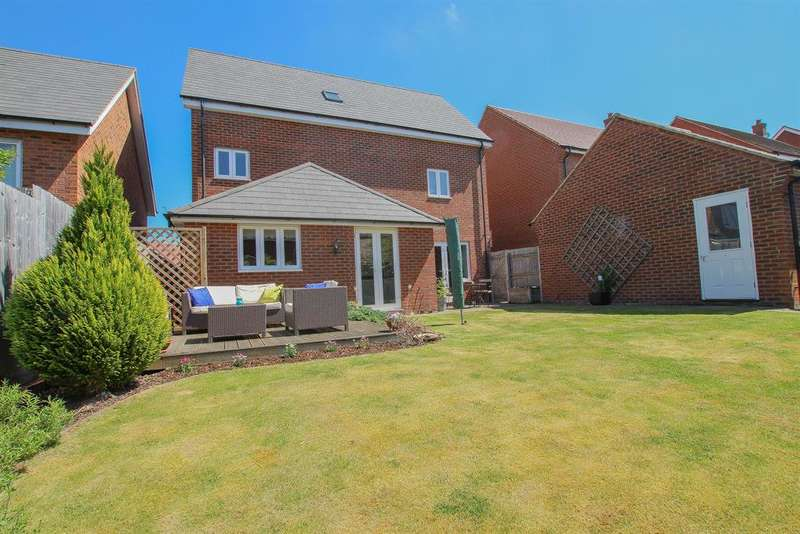 4 Bedrooms Detached House for sale in Durham Road, Pitstone