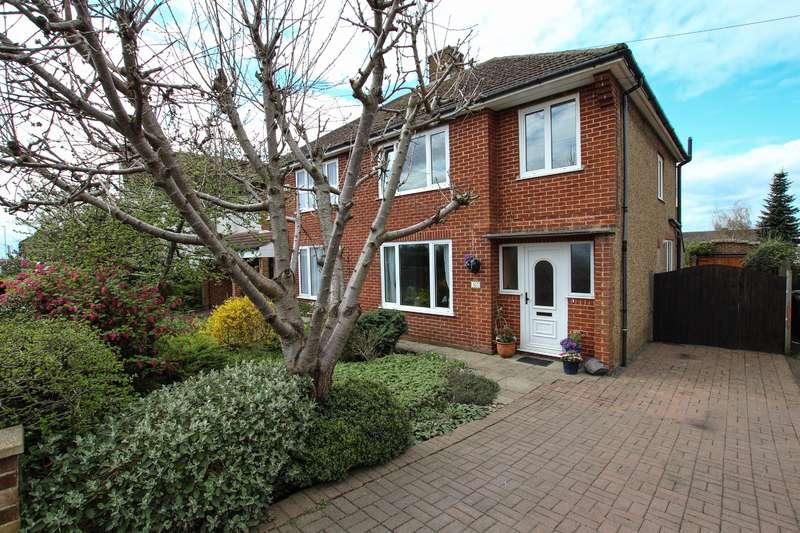 3 Bedrooms Semi Detached House for sale in Vandyke Road, Leighton Buzzard
