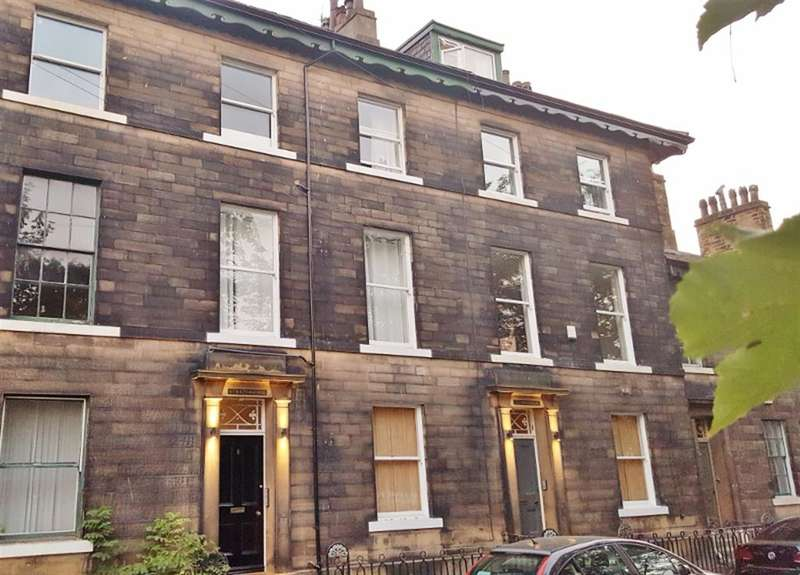 5 Bedrooms Property for sale in Trinity Place, Blackwall, Halifax, HX1