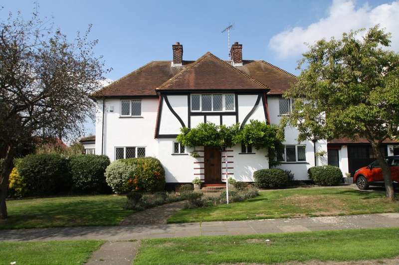 4 Bedrooms Detached House for sale in Westcliff-on-sea SS0