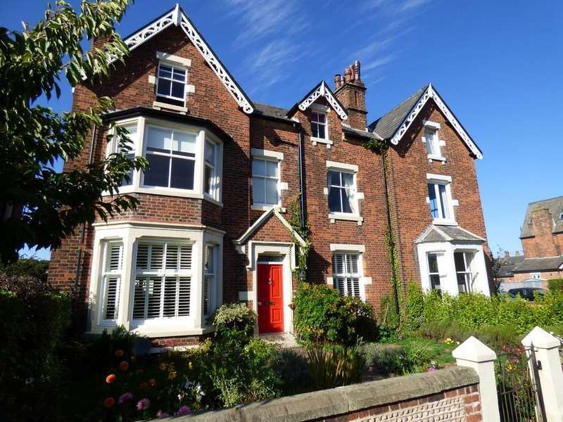 7 Bedrooms Semi Detached House for sale in Church Road, Lytham