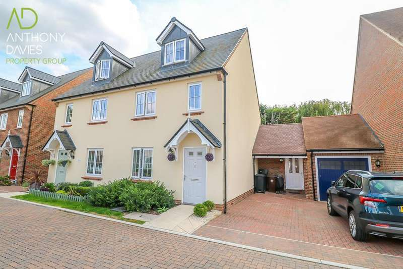 4 Bedrooms Semi Detached House for sale in Farm Close, Ware, SG12