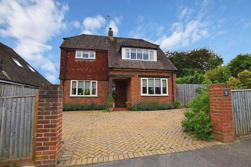 2 Bedrooms Detached House for sale in Linden Chase, Uckfield