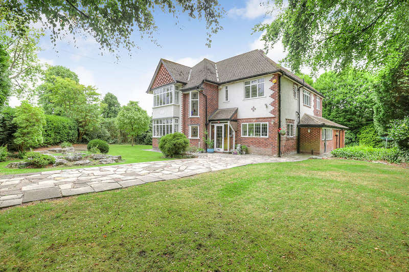 4 Bedrooms Detached House for sale in Highfield Parkway, Bramhall, Stockport, SK7