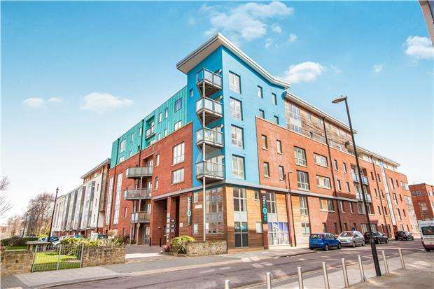 1 Bedroom Flat for sale in Crown & Anchor House, Sweetman Place, Bristol, BS2 0HY