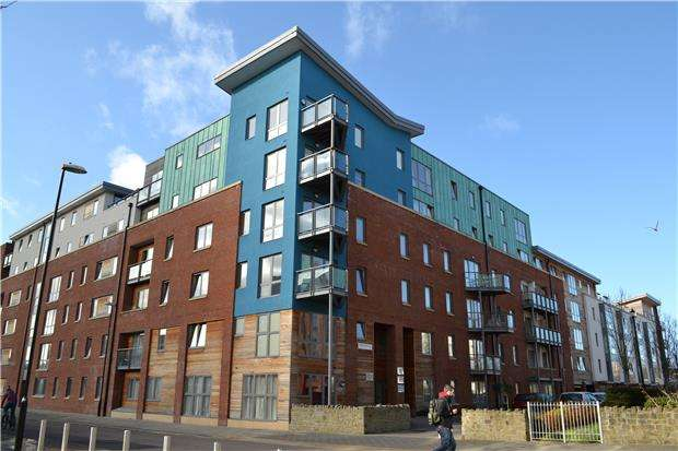 2 Bedrooms Flat for sale in Barleyfields, BRISTOL, BS2 0FD
