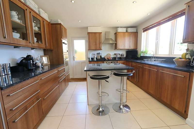 4 Bedrooms Semi Detached House for sale in 20, Fleet End Road, Warsash, Southampton, Hampshire, SO31 9JG