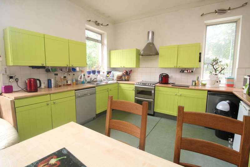8 Bedrooms Terraced House for sale in Savile Park Road, Halifax, HX1