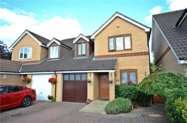 3 Bedrooms Semi Detached House for sale in Dovecote Road, Reading, Berkshire