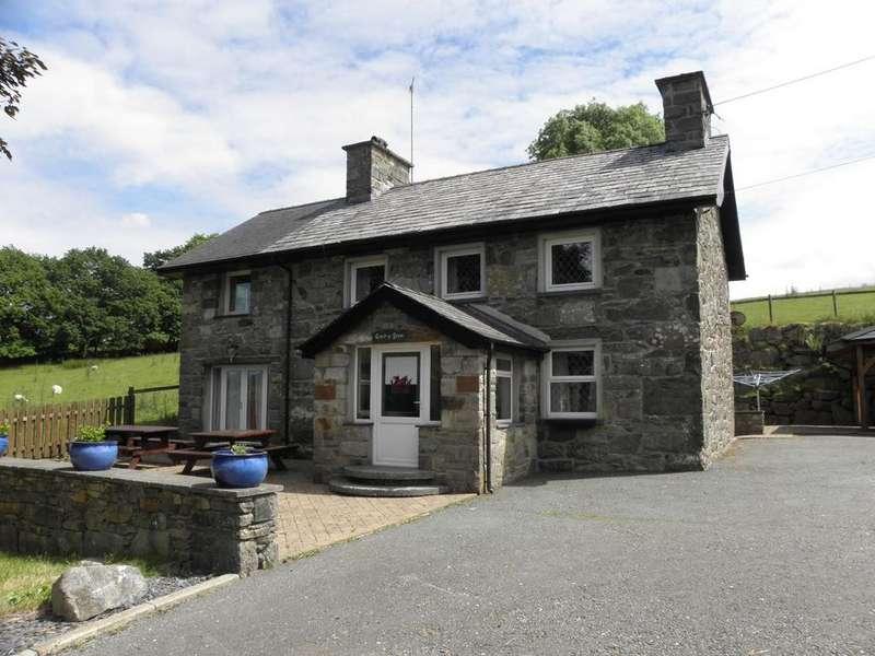 5 Bedrooms Detached House for sale in Coed y Fron, Gellilydan, LL41 4EU