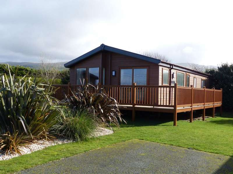 3 Bedrooms Mobile Home for sale in Lodge 'The Mawddach' Barmouth Bay Holiday Park LL43